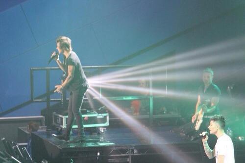 Harry fait des pets de lumière  x)