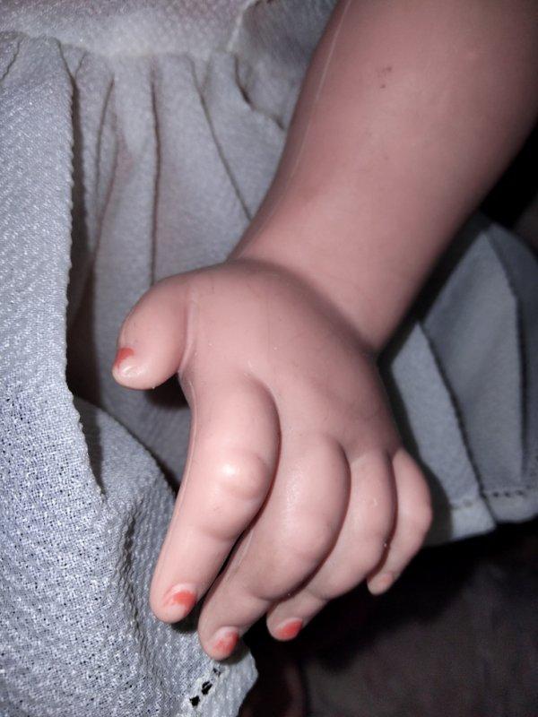 La main de NINA .