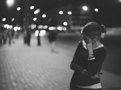 Ce qui est difficile, c'est de te voir chaque jour sans pouvoir te parler, Ou en fait, sans avoir l'occasion de le faire...te voir passer comme si de rien était, comme s'il ne s'était jamais rien passé.