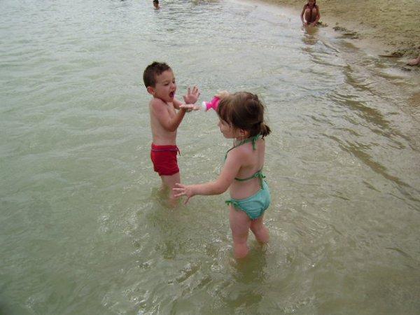 kyliann n'aime pas trop le sable
