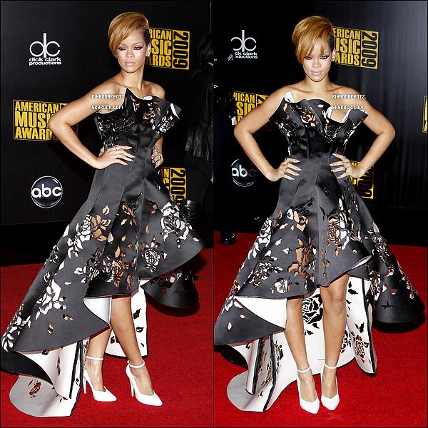 .  Rihanna sur le tapis rouge des American Music Awards  2009______] Tu aimes ?     .