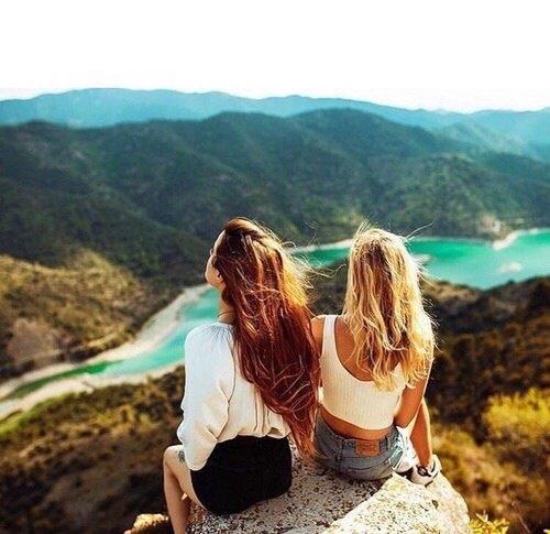"""""""Un des plus grands bonheurs de cette vie, c'est l'amitié ; et l'un des bonheurs de l'amitié, c'est d'avoir quelqu'un à qui confier un secret."""" Alessandro Manzoni"""