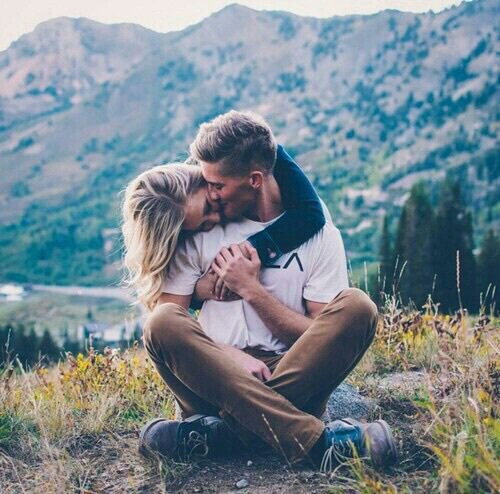 """""""Il n'y a pas dans le monde d'endroit où je suis plus heureuse que dans tes bras."""" Amy Softpaws"""