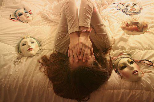 """""""Le masque du bonheur est peut-être le plus dur à porter."""" Gérard Martin"""