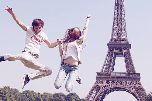 « Le coeur de Paris, c'est une fleur. Une fleur d'amour si jolie que l'on garde dans son coeur, que l'on aime pour la vie. » Charles Trenet