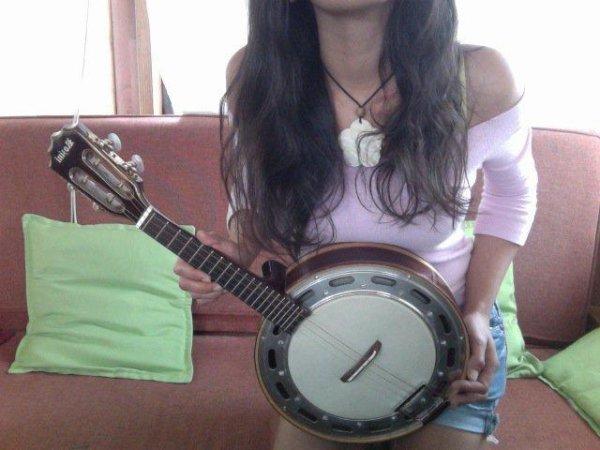 """Banjo"" Brésilien. Kiffant hein : )"