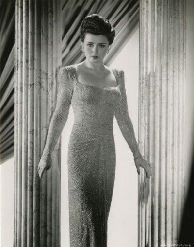 Lénore Aubert