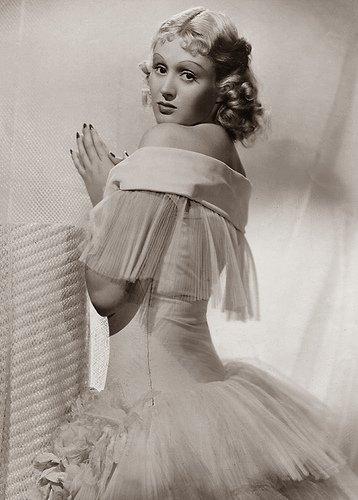 Della Lind (Grete Natzler)