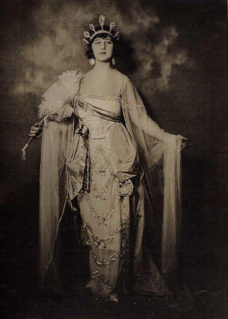 Edith Hallor