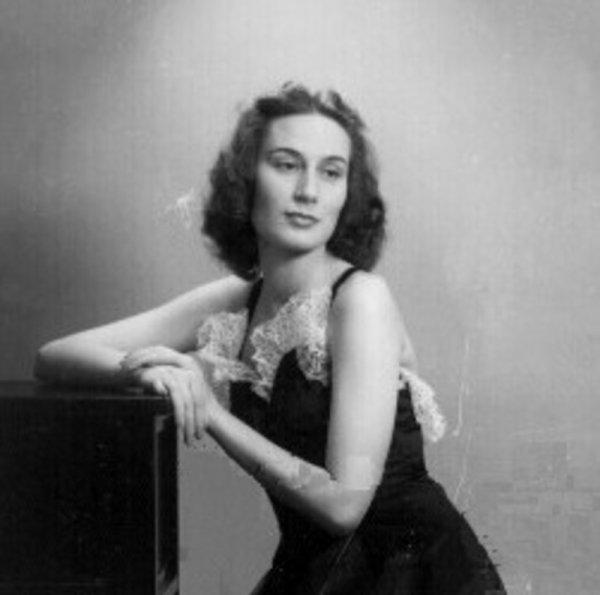 Elena Zareshi