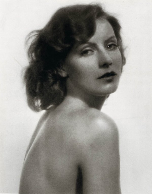 Qui est la plus belle sexe-symbole brune du cinéma?