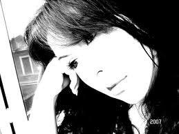 L'absence de l'être aimé laisse derrière soi un lent poison qui s'appelle l'oubli
