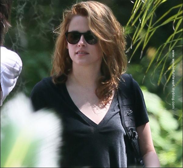 """tournage Le 3/09, Kristen a été photographiée, sur le tournage de """"On The Road"""" à la Nouvelle Orléans.  ."""