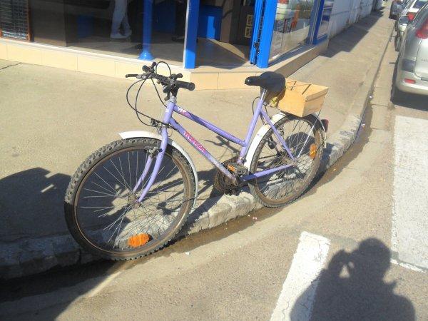 ne surtout pas toucher au vélo a tata boujou
