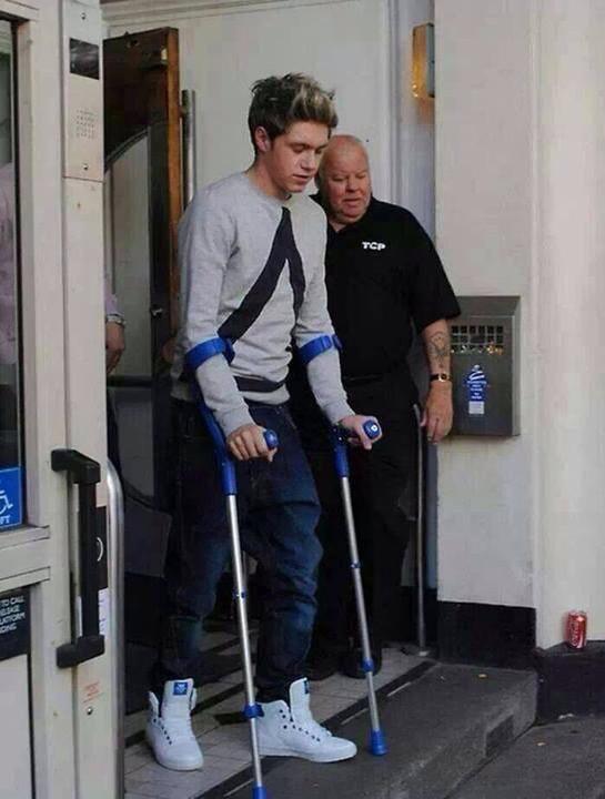Niall s'est fait opéré du genou.