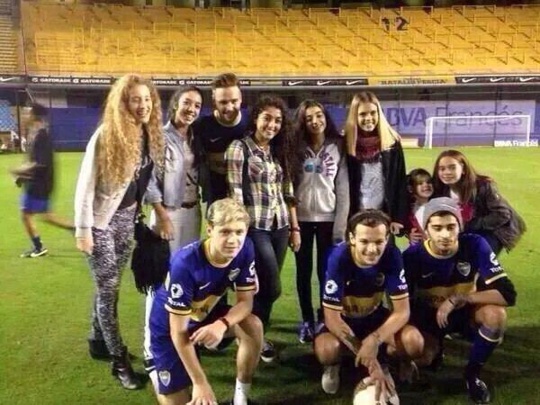 Les gars avec des fans en Chili