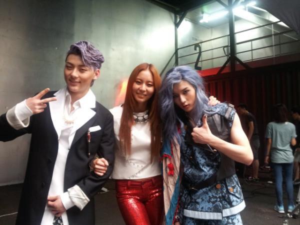 Minhyun et Ren avec Uee (After School) pour W Magazine.