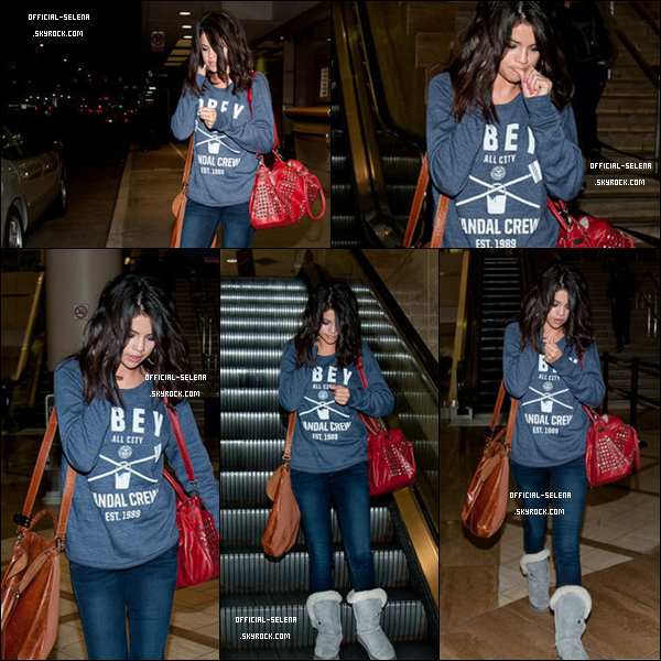 Vendredi 2 mars 2012 : Selena, accompagnée, de son garde du corps, à été aperçu à l'aéroport de Tampa, Floride, pour se rendre à L.A. Top ou Flop ? Jolie Top ! Même tenue que dans la journée mais avec un sweat, des uggs & un sac en plus :)