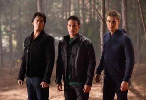"""Une nouvelle photo tirée de '' Behind The Scene """" Ici présent : Paul, Ian et Michael."""
