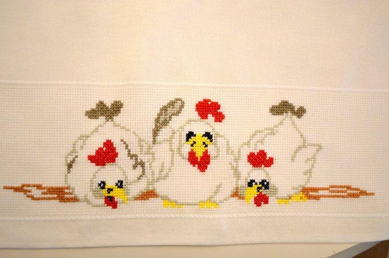 nappe brodée poules