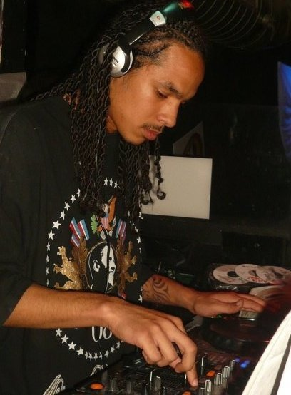 "Reunion to Kingston / Mr Vegas Pour Dj Wicked et l'île de la reunion "" Kill dem with it ""  (2009)"