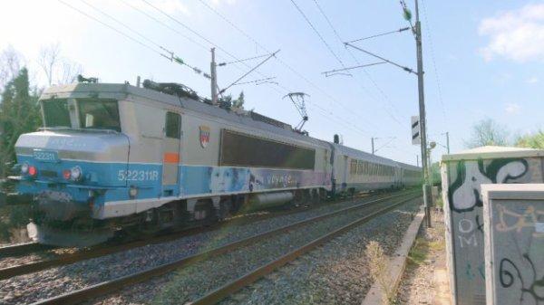Toujours le Ter 17478 Nice ville pour Marseille Saint Charles avec une BB22200R en pousse