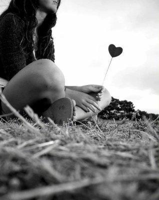 L'envie viens des fois de pleurer... Te sentir seule et comprendre que tu l'es te fait un choc... Alors tu te laches