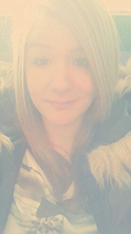Si la vie te donne des centaines de raisons de pleurer montre lui que tu as des milliards de raison de lui sourire :)♥