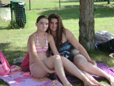 ma soeur et moi en maillot de bain