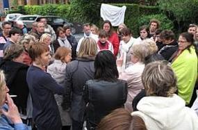 Clinique du Croisé Laroche en grève : « Comment vivre avec 1 000 E ? »