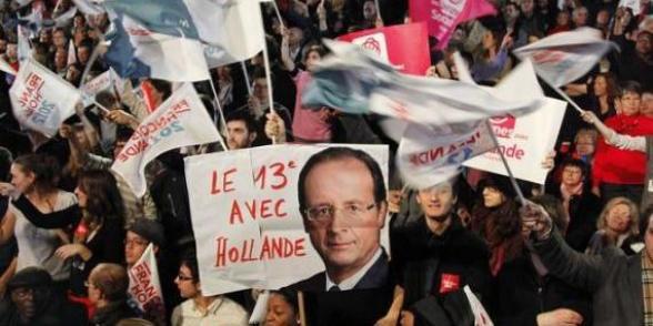 Meeting du Bourget: François Hollande fait le show dans une salle de braise