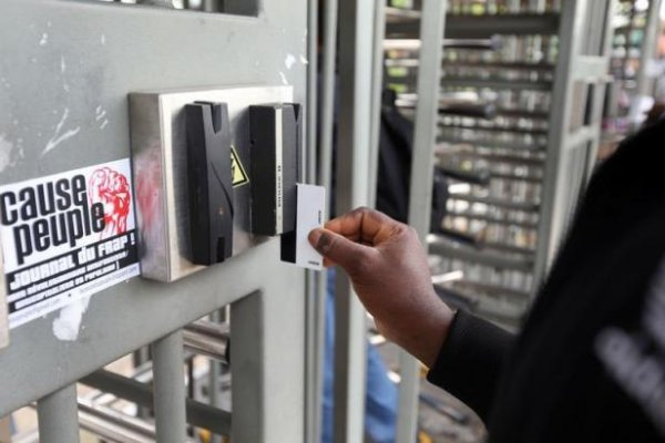 Comment PSA justifie la fermeture du site d'Aulnay auprès des syndicats