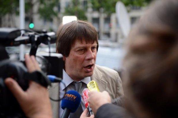 """Thibault: """"Il faut maintenir"""" l'usine PSA d'Aulnay"""
