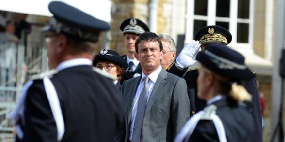 Sécurité: Valls concentre les moyens sur 15 zones prioritaires
