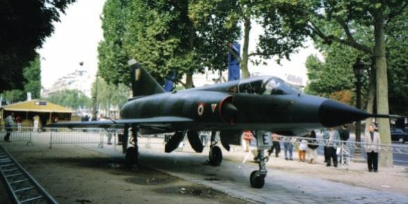 Serge Dassault offre un Mirage à Corbeil-Essonnes : Bruno Piriou est offusqué