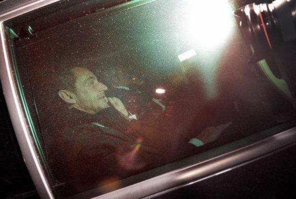 Crise à l'UMP: Sarkozy sort du bois