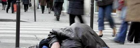 RSA, hébergement d'urgence, CMU... Les mesures Ayrault contre la pauvreté