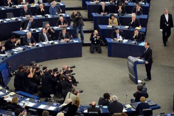 Hollande à Strasbourg: «Faire des économies oui, affaiblir l'économie non»