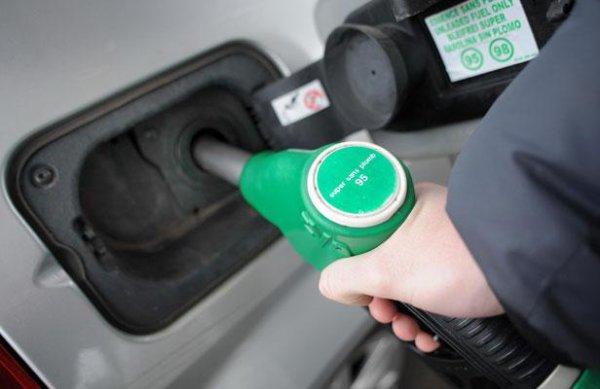 Les prix des carburants baissent pour la première fois depuis le début de l'année