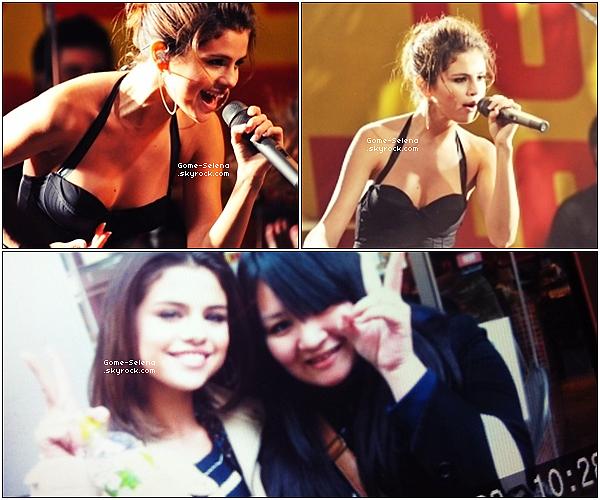 22 février 2011 : Selena Gomez  à donner un mini-concert à Tokyo au Japon. Seulement deux photos sont disponible pour le moment...   + encore une nouvelle photo personnelle de Selena à Tokyo au Japon.