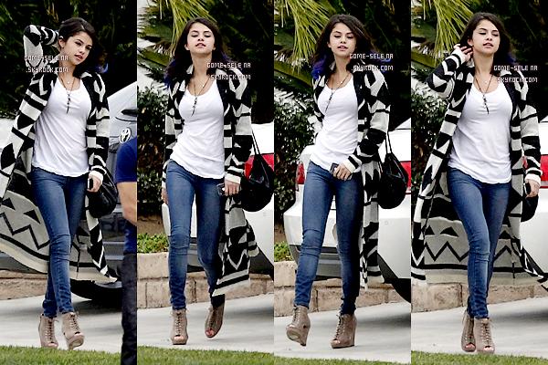 Candids    *15 Janvier 2012 :Le couple Jelena ont étaient vus quittant la maison d'un ami, en compagnie de Ashley Cook et de leur garde du corps dans les rues de Sherman Oaks (Los Angeles).