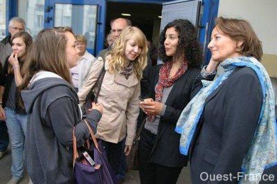 ségolène royal sur le terrain: priorité l'éducation