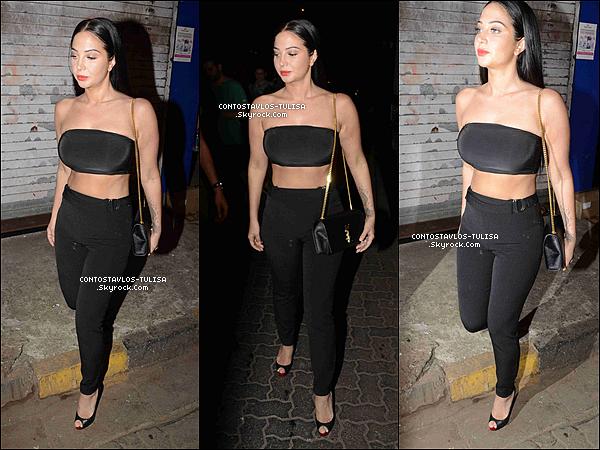01.05.17  - Tulisa se rendant dans un restaurant pour dîner avec ses amis à Mumbai.