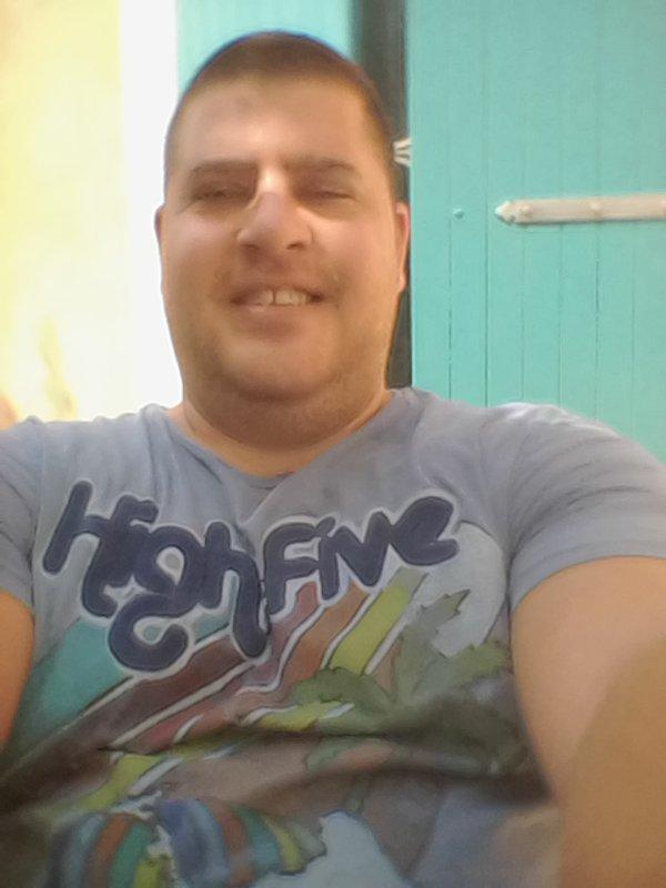 Salut a toutes et a tous je suis nouveau et je me présente ,je m appel Ludovic j ai 27ans et j aime toutes les filles