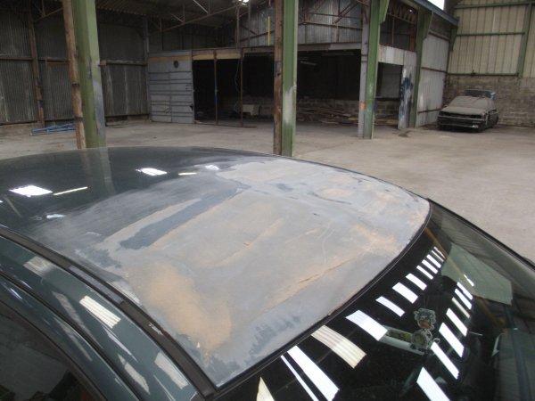 la toiture de la mondeo suite au capot qui ses ouvert sur la route!!!