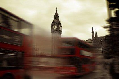 « Dans les grandes villes modernes, les gens courent après eux-mêmes. Ils s'atteignent rarement. »