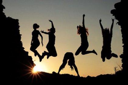 « Les amis sont une famille dont on a choisi les membres. »