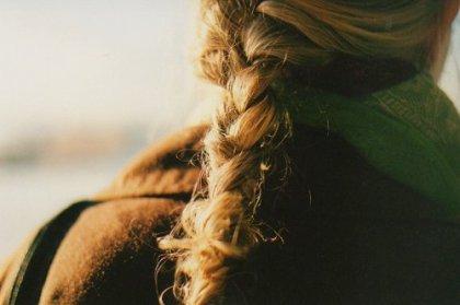 « C'est d'ailleurs l'un des pièges de la coquetterie : soigner ses cheveux,  c'est se préoccuper de l'aspect que l'on a de dos. »