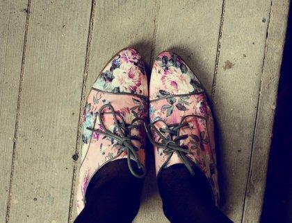 « On peut dire beaucoup de chose des gens en regardant leurs chaussures. Où ils vont. Où ils sont allés. »