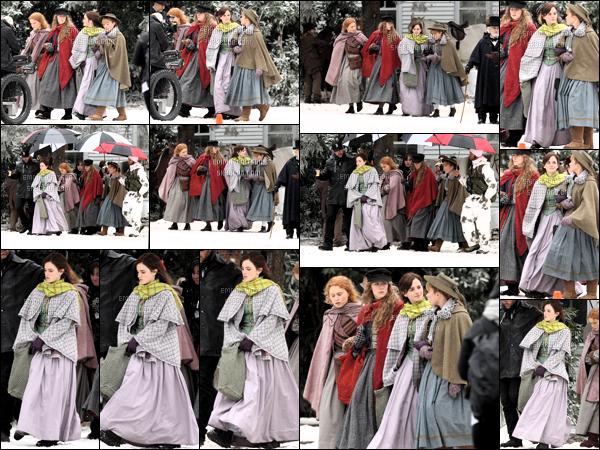 .05/11/18 - Emma Watson et sa co-star Saoirse Ronan ont été aperçue sur le tournage du film Little Woman à Havard.   Notre actrice Emma Watson est donc bel et bien de retour sur le tournage de son prochain film j'adore tout simplement un jolie top. ! .